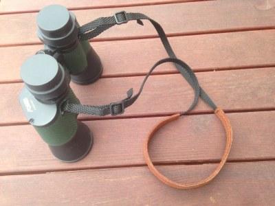 Kožený popruh pro dalekohled
