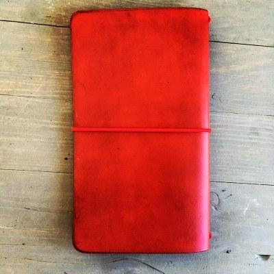 kožený zápisník červený.jpg